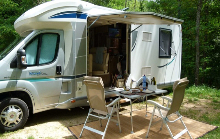 Location emplacement camping-car - Aloha Camping Club *** - Amélie les Bains